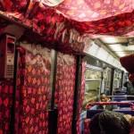 Des artistes ont recouvert le métro de papier cadeau !