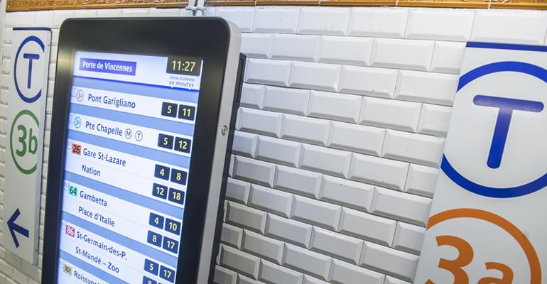 Sur le réseau RATP, 3 000 nouveaux écrans d'information voyageurs sont en cours d'installation. | (C) RATP / Bruno Marguerite