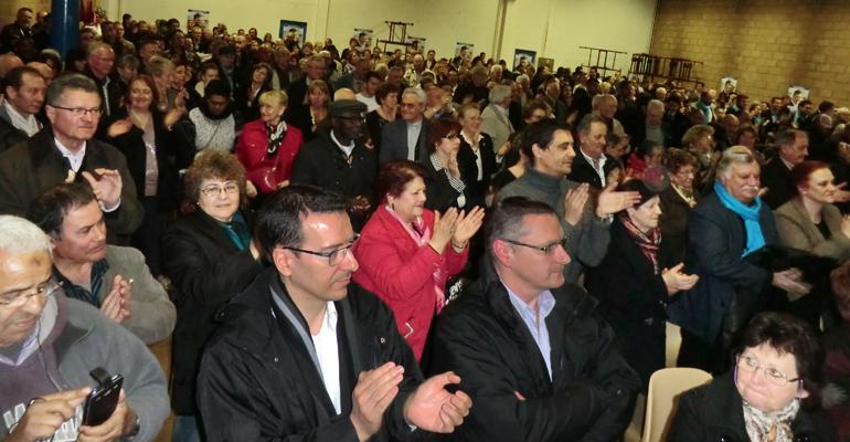 Environ 850 personnes étaient présentes, hier soir, à la salle Chanteloup pour écouter le candidat UMP-UDI. | (C) 93600INFOS/Alexandre Conan