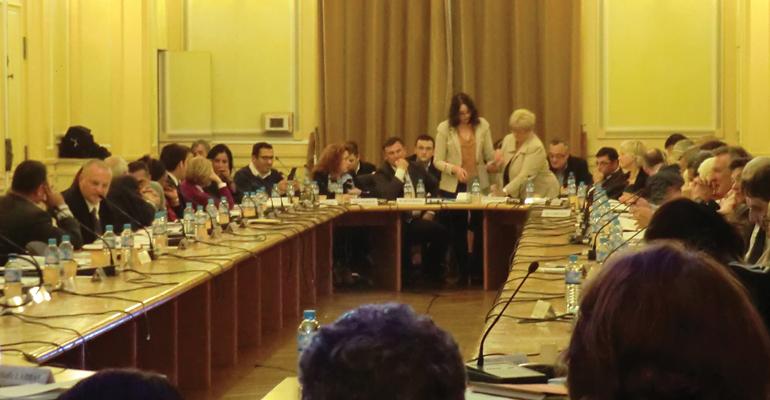 53 élus se rassemblent autour de la table du conseil municipal sur convocation du Maire d'Aulnay-sous-Bois. | (C) 93600INFOS/Alexandre Conan