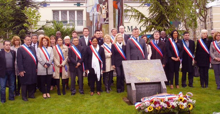 De nombreux élus de la majorité municipale ont assisté à l'hommage rendu aux victimes de la déportation. | (C) Stéphane Fleury