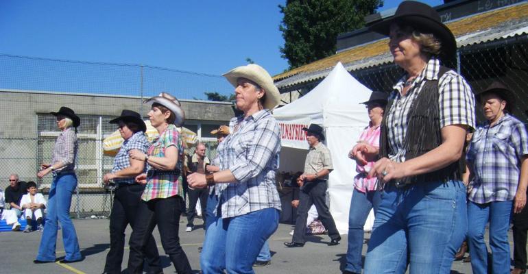 Les danseurs de country lors d'une précédente édition de la fête des Amis de Nonneville. | (cc) MonAulnay.com/Arnaud Kubacki