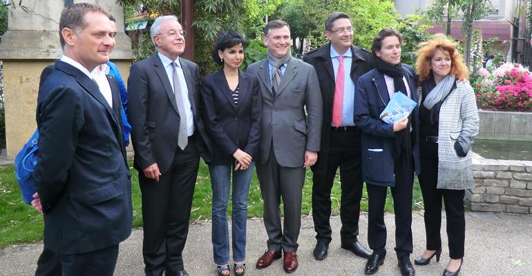 La visite s'est achevée sur une photo de groupe, place du général Leclerc. | (C) 93600INFOS/Alexandre Conan