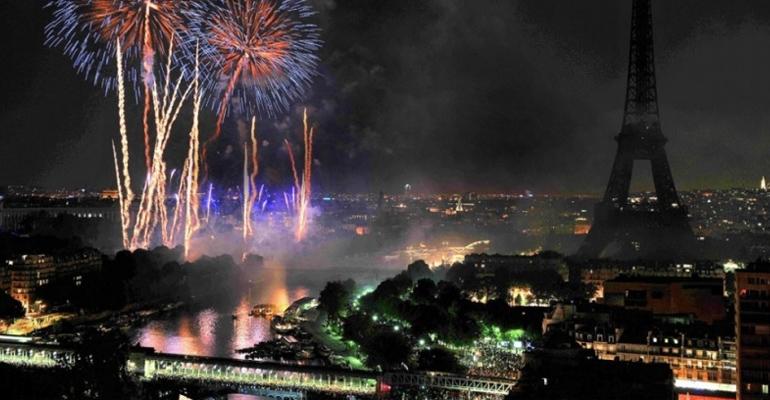 Le 14 Juillet est mis cette année à la diète, avec un budget plus raisonnable pour le traditionnel feu d'artifices. | (C) ALFRED/SIPA