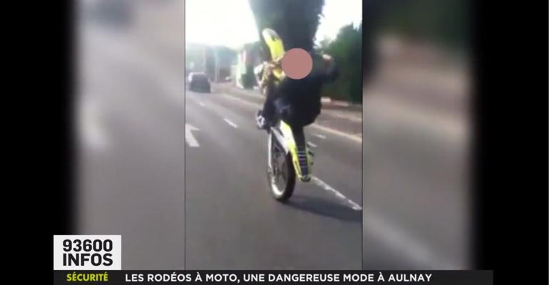 Quelques fois, les jeunes amateurs de rodéos à moto mettent en ligne sur les réseaux sociaux des vidéos de leurs prestations qui peuvent être lourdes de conséquences. | Vidéo trouvée sur Facebook en 2013, puis republiée avec floutage par 93600INFOS