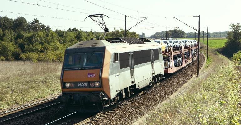 Environ 1050 km d'autouroute ferroviaire relieront en 2016 les terminaux de Tarnos dans les Landes et de Dourges dans le Pas-de-Calais. | (C) SNCF
