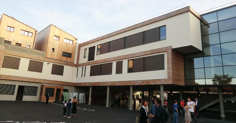 Elus, parents, élèves et e,seignants connaissent désormais le collège Simone Veil sur le bout de doigts. | (C) 93600INFOS / Alexandre Conan