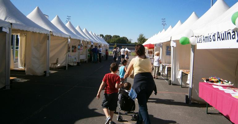 Pendant quelques années, le forum s'était installé au stade du Moulin-Neuf. L'étalement rendait moins convivial cet événement. En 2014, le forum revient à la ferme ! | (C) 93600INFOS / Alexandre Conan