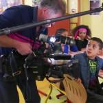 Des petits aulnaysiens testent les produits du SIAL devant les caméras de TF1