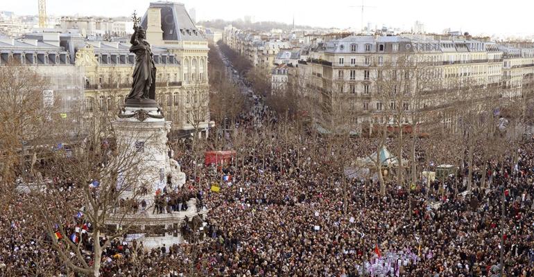 Plusieurs millions de personnes ont défilé dans Paris et à travers la France le 11 Janvier dernier pour montrer spontanément leur attachement à la liberté d'expression et leur solidarité avec les familles des victimes des attentats. | (C) AFP / Bertrand Guay