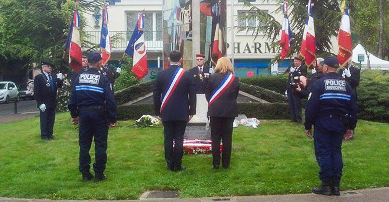 De nombreux élus du conseil municipal étaient présents hier, Place l'Herminier, pour rendre hommage aux victimes du nazisme. | (C) Benjamin Giami