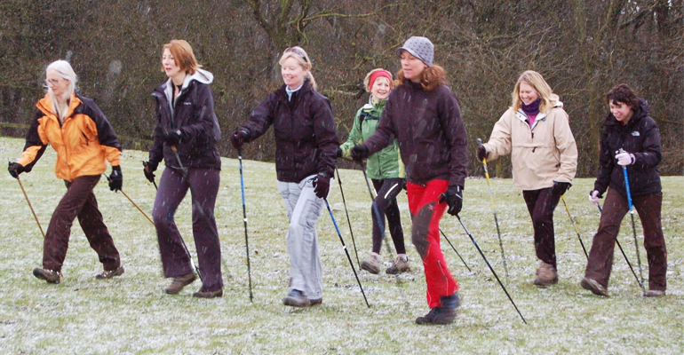 La marche nordique est un sport d'endurance qui serait efficace pour le bien-être physique et mental. | (CC) Malcolm Jarvis