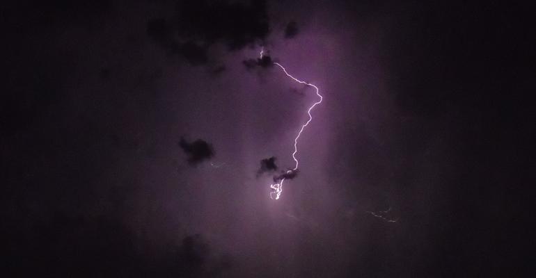 Un éclair dans le ciel aulnaysien en juin 2014. | (C) Alexandre Conan / 93600INFOS