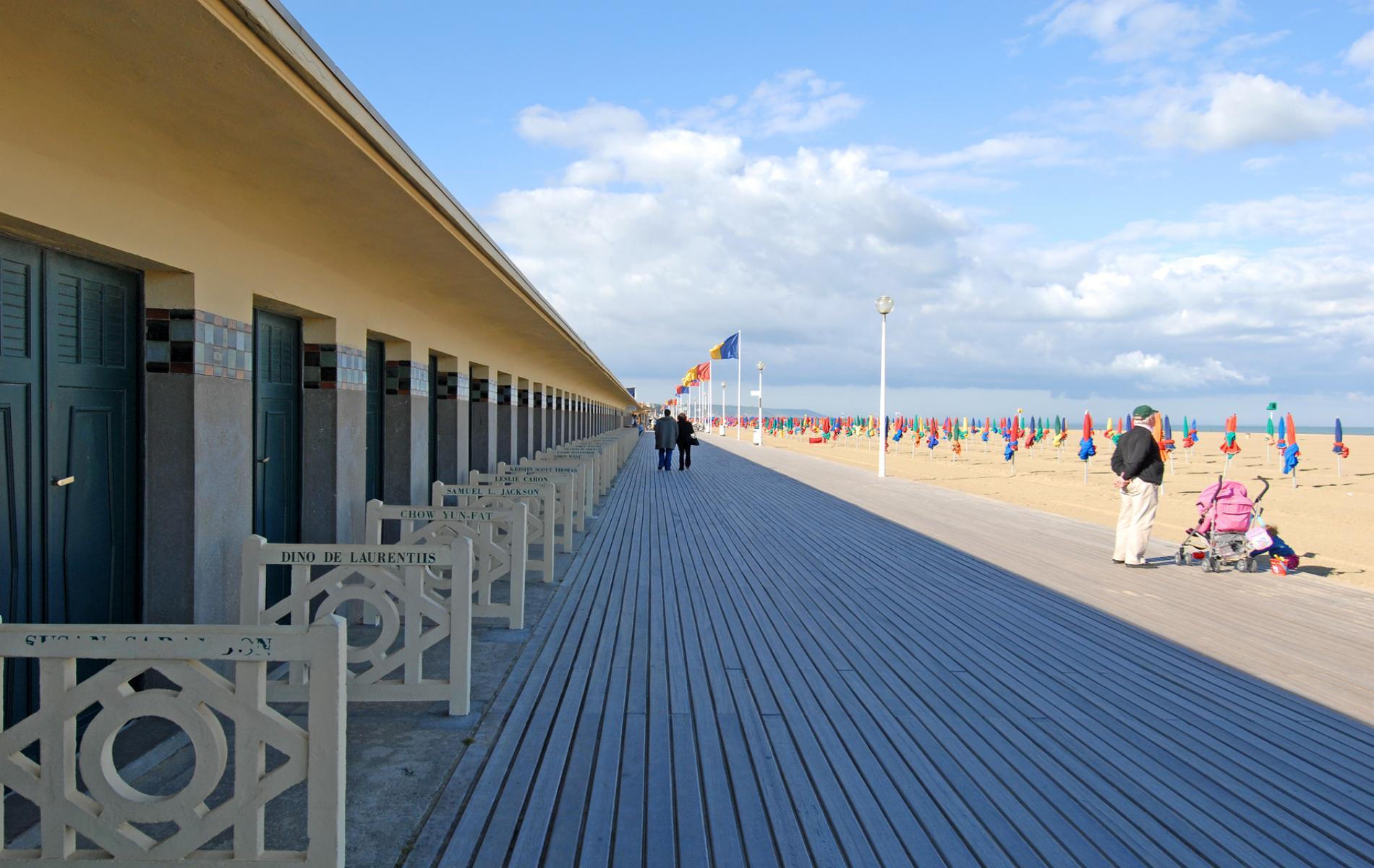 La Mission Ville prévoit cet été plusieurs sorties à la mer (comme ici à Deauville), en base de loisirs ou encore sur Paris. | (C) DR