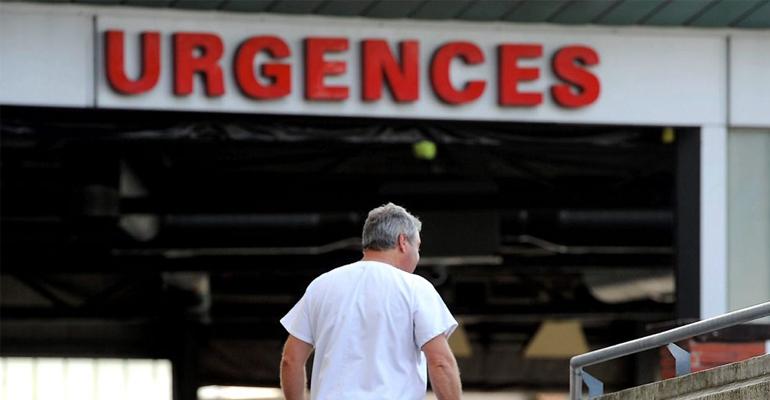 La victime a été immédiatement transférée à l'hôpital. | (C) DDM illustration
