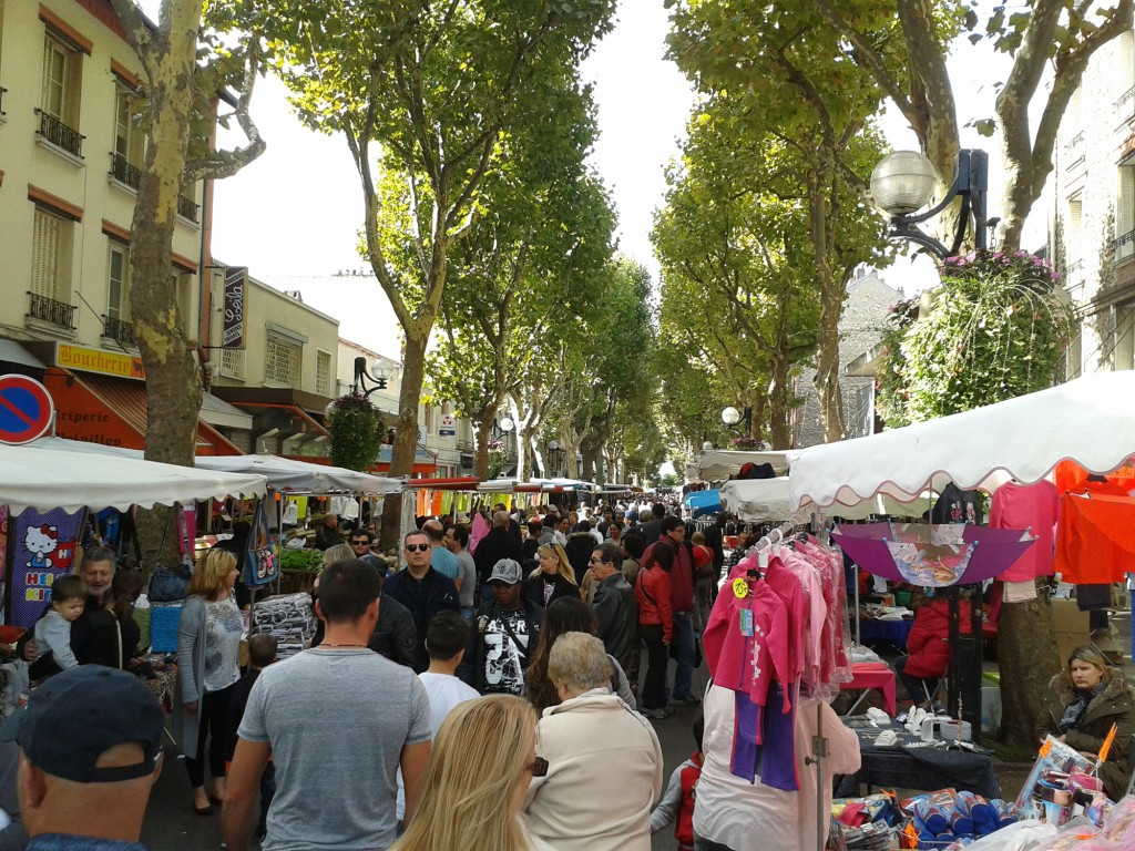 Des animateurs déambuleront tout le week-end dans les allées des marchés de la Ville. | © 93600INFOS.fr/Alexandre Conan
