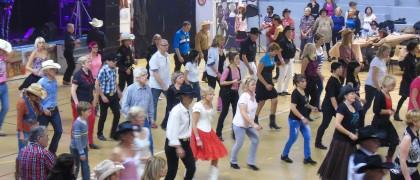 Plus de 250 personnes venues de toute l'Île de France ont participé à l'édition 2014 de la journée country à Aulnay-sous-Bois. | © 93600INFOS.fr/Alexandre Conan