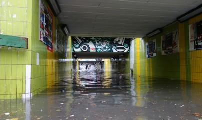 La soirée du 19 Juin 2013 a traumatisé de nombreux habitants de par les fortes précipitations tombées sur la ville en moins de vingt minutes comme ici dans le souterrain de la gare RER d'Aulnay-sous-Bois. | (CC) Petit Louis