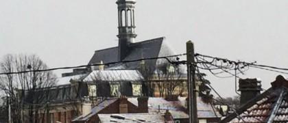 L'Hôtel de ville d'Aulnay-sous-Bois recouvert d'un fin manteau neigeux cet après-midi. | © DR