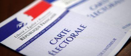Les jeunes aulnaysiens vont recevoir leur carte électorale avec le maire Bruno BESCHIZZA. | © DR