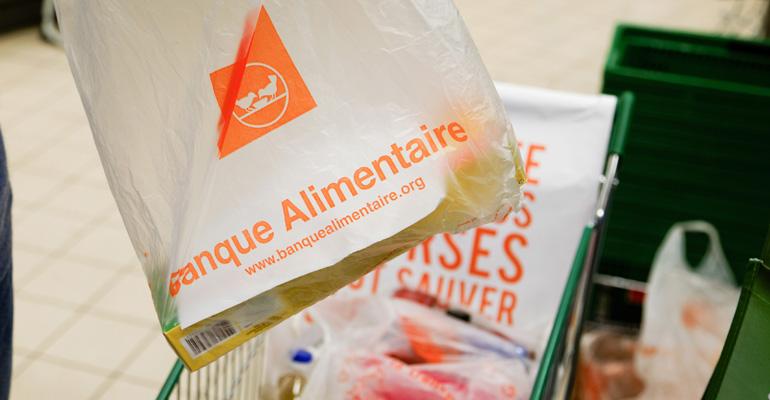 Face au nombre d'aides qui diminue sans cesse, la générosité des Français est, cette année encore, sollicitée. | (C) Photodream