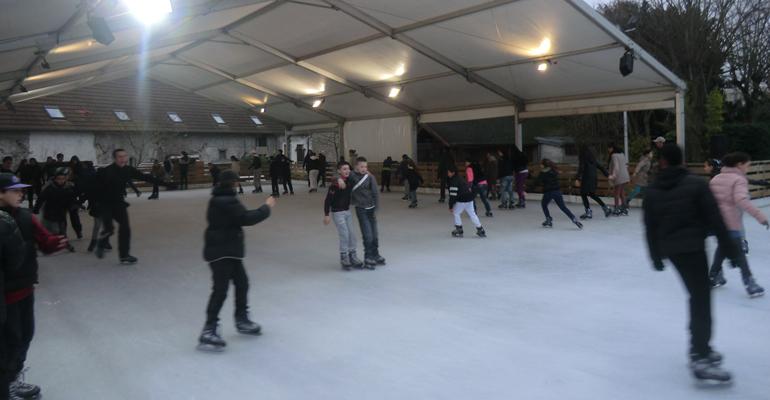 L'an dernier, la patinoire avait été un succès et avait ravis les plus petits comme les plus grands !   (C) 93600INFOS/Alexandre Conan