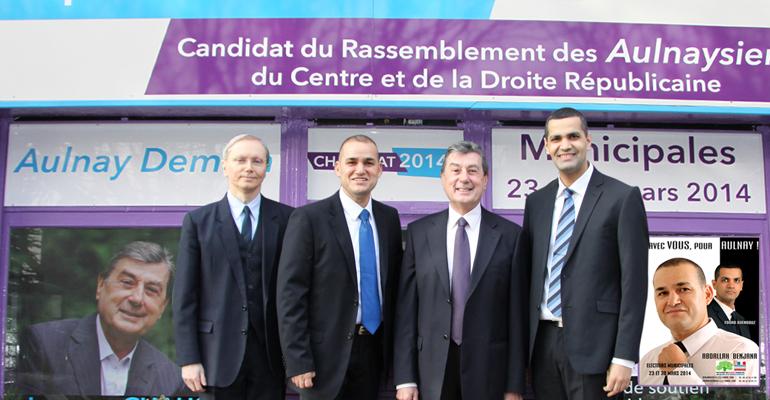 Les trois nouveaux arrivants sur la liste de Jacques Chaussat ont posé avec l'élu devant leur permanence de campagne.   (C) Chaussat 2014