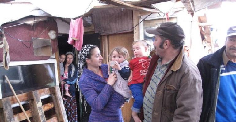 Quelques 230 personnes vivraient actuellement dans le camps situé non loin du parc départemental du Sausset. | (C) Gwenaël Bourdon / Le Parisien