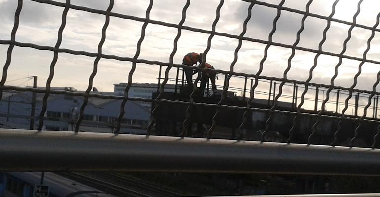 Des ouvriers intervenant sur la signalisation ferroviaire à Aulnay-sous-Bois. | (C) 93600INFOS / Alexandre Conan