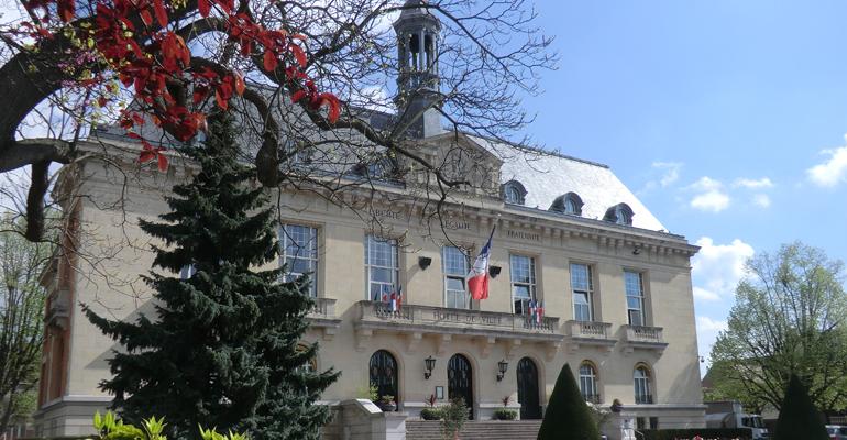 Avec le printemps, les jardins de l'hôtel de ville retrouvent peu à peu leurs couleurs. | (C) 93600INFOS / Alexandre Conan