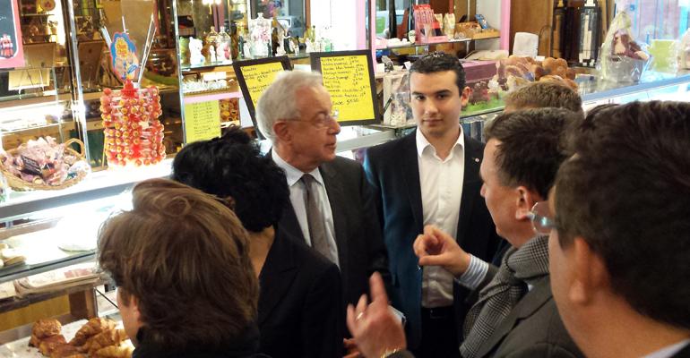 Rachida Dati et Alain Lamassoure, en compagnie de leurs différents colistiers, sont allés saluer les commerçants. | (C) 93600INFOS/Alexandre Conan