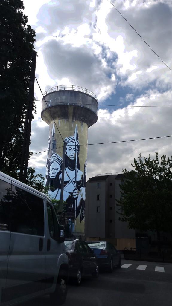 Une fresque sur le thème de l'eau a été réalisée à l'entrée de la ville sur l'un des vestiges de l'usine d'Ideal Standard. | (C) 93600INFOS/Alexandre Conan