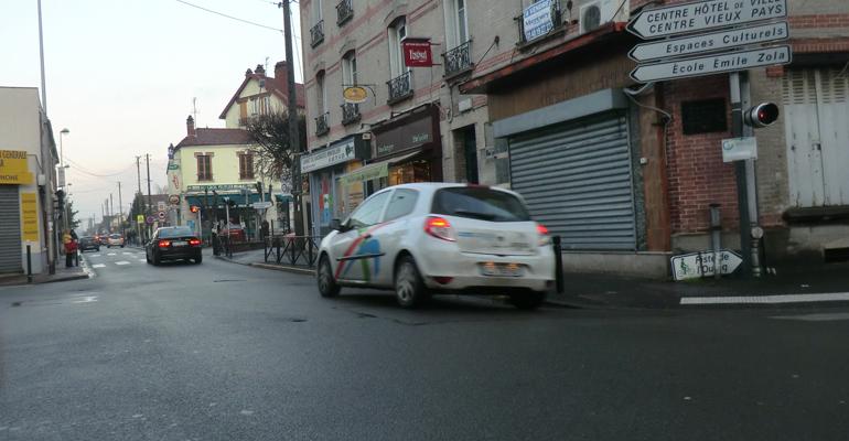 L'avenue de Nonneville est l'une des artères de la ville où la circulation est fortement dense. | (C) 93600INFOS/Alexandre Conan