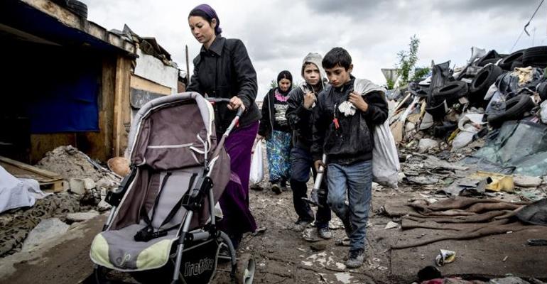 Jeudi dernier, nos confrères du journal Le Parisien s'était rendu à la rencontre des dernières familles du camp de roms.   (C) Le Parisien/Arnaud Dumontier