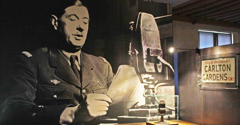 C'est sur les ondes de la BBC que le Général De Gaulle, un 18 Juin 1940, prend la parole pour appeler à continuer les combats.   (C) DR