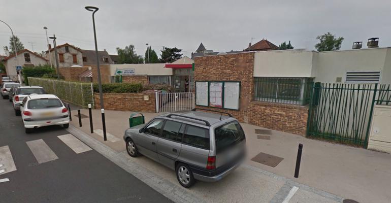 L'école Emile Zola jouxte le parc et les micro-crèches éponyme, rue Pierre Gastaud. | (C) Google Inc.