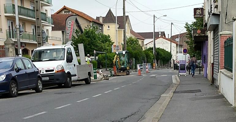 Depuis hier matin, des ouvriers creusent la chaussée, coupant entièrement la circulation.   (C) 93600INFOS / Alexandre Conan