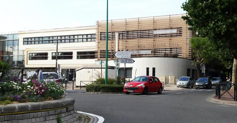 La mairie prévoit de réaménager toute la voirie autour de l'entrée du collège dans les prochains mois. | (C) 93600INFOS / S.C.