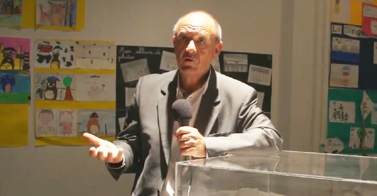 Didier Grojsman s'exprimant au micro d'Oxygène TV en Juin 2013 pour défendre le projet de centre de création vocale et scénique à la Ferme du Vieux-Pays. | (C) Mairie d'Aulnay-sous-Bois