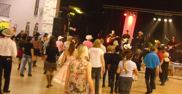 Près de 300 danseurs se sont retrouvés pour une grande journée dansante à la salle Pierre Scohy d'Aulnay-sous-Bois.   (C) 93600INFOS / Alexandre Conan