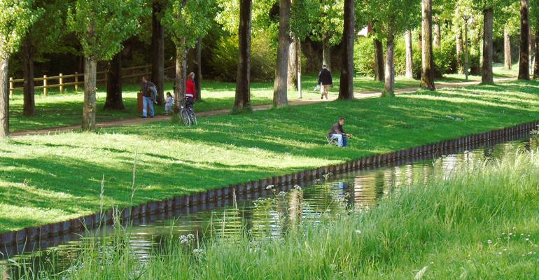 Profitez des paysages verdoyants du canal de l'Ourcq à bord de la navette reliant Aulnay à Paris cet été ! | (C) 93600INFOS / Alexandre Conan