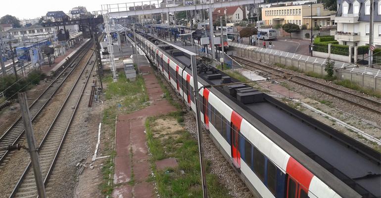 Aulnay-sous-Bois est une ville desservie par de nombreuses lignes de bus, le Tram-train T4, la ligne K et bien sur le RER B. | (C) 93600NFOS / Alexandre Conan