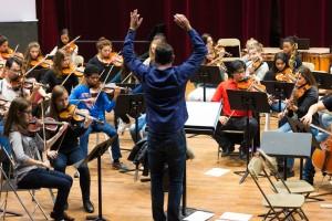 Cyril Guignier, chef de choeur de l'orchestre jeune du CRD d'Aulnay-sous-Bois.   © Alexandre Gallosi/Mairie d'Aulnay-sous-Bois
