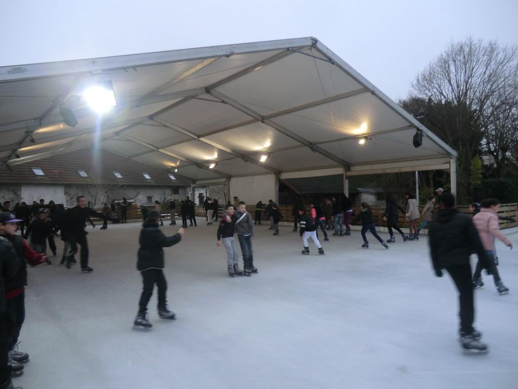 Chaque hiver, la patinoire en plein air d'Aulnay-sous-Bois est fréquentée par plusieurs milliers de patineurs amateurs. | © 93600INFOS.fr / Alexandre Conan