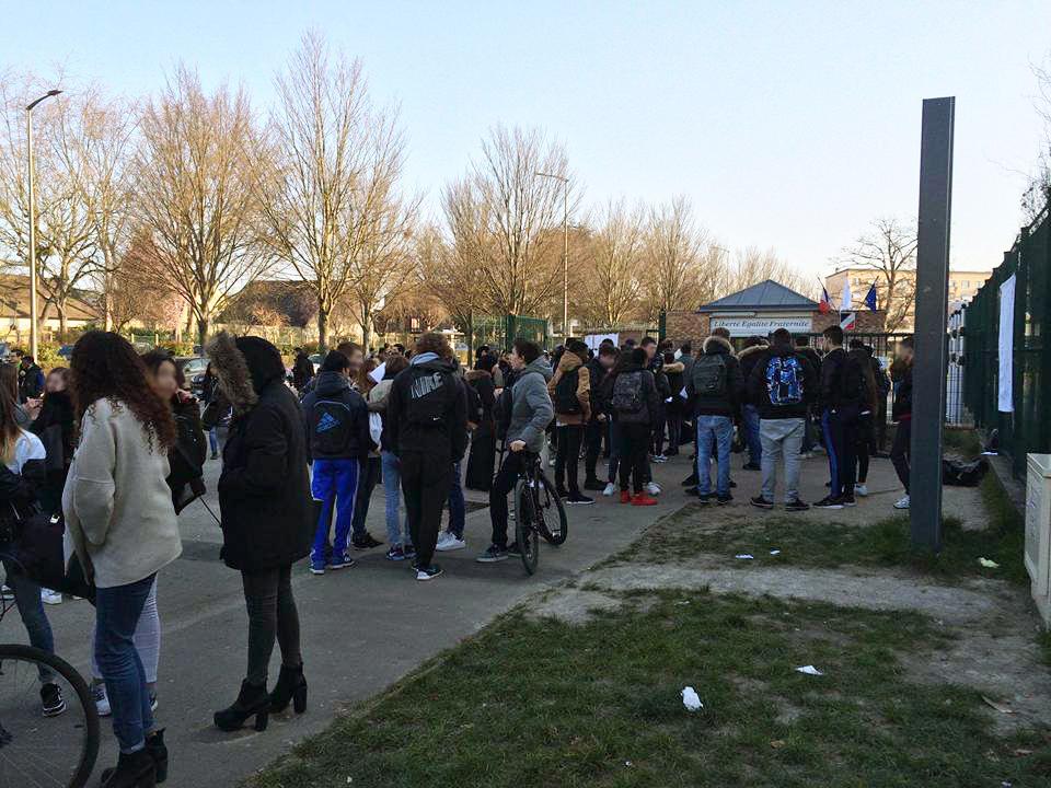 Importante mobilisation jeudi dernier devant le Lycée Jean Zay contre le projet de loi sur le travail. | © Ahmed El Ouafi.